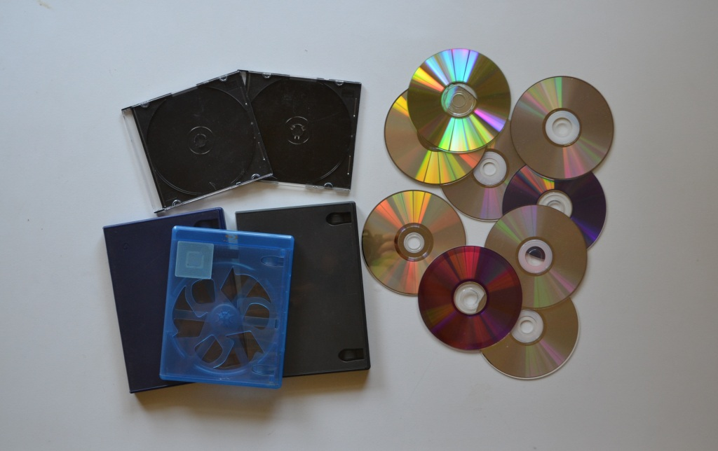 How To Recycle CDs, DVDs And Cases | Design Life Hacks